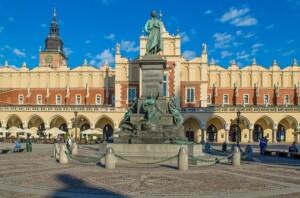 Pomnik Adama Mickiewicza w Krakowie Wycieczka do Energylandii. Pixabay License