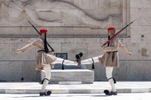 Weekend w Atenach Warta pod parlamentem