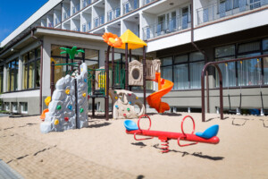 Plac zabaw 2 Dom Wczasowy VIS wczasy nad morzem dla seniora