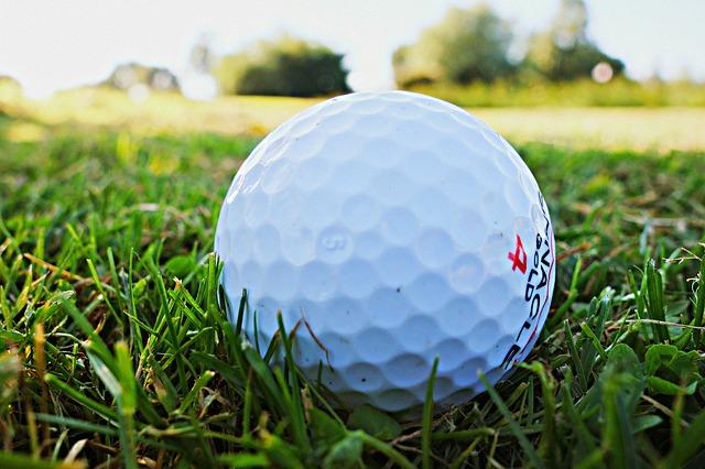 CC0 Creative Commons Darmowy do użytku komercyjnego Nie wymaga przypisania https://pixabay.com/pl/pi%C5%82eczki-do-golfa-golf-golfowy-1605948/