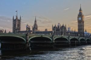 CC0 Creative Commons Darmowy do użytku komercyjnego Nie wymaga przypisaniahttps://pixabay.com/pl/londyn-parlament-anglia-ben-ben-530055/