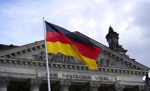 Wycieczka do Berlina pomnik flaga Pixabay License
