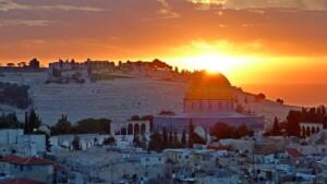 Pielgrzymka do Jordanii i Ziemi Świętej Jerozolima Pixabay License