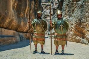 Pielgrzymka do Jordanii i Ziemi Świętej strażnicy kanionu Pixabay License