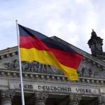 Wycieczka do Berlina pomnik flaga